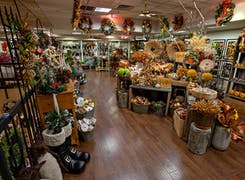 In addition to flowers and plants, Nanz and Kraft offers a range of gifts and decorations
